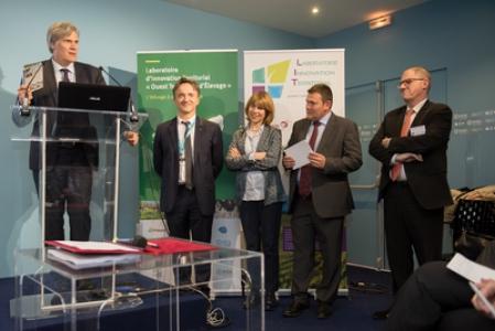 Allocution du Ministre Stéphane Le Foll lors de la signature du protocole d'accord entre des acteurs des filières agricoles et agroalimentaires bretons, normands et ligériens, le 1er mars 2017 au Salon International de l'Agriculture